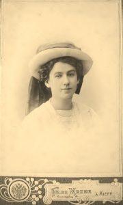 The young painter Maria Kozniewska-Kalinowska